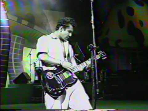 10º Prêmio da Música Brasileira (1996) - Banda Raimundos canta Ando Jururu, de Rita Lee