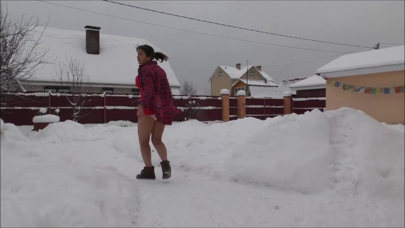 Ходьба по снегу босиком
