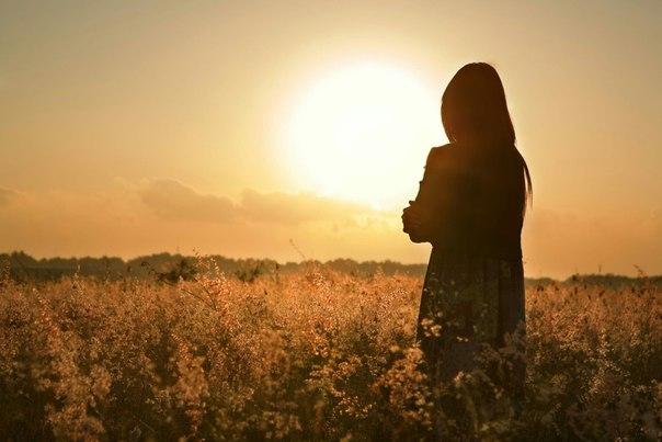 Рано или поздно каждый возвращается к себе. Но у некоторых так неуютно и пусто, что время, проведённое у себя, они считают одиночеством и выбирают жить в гостях. Пока их не прогонят домой.