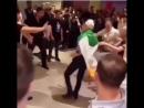 Фанат Хабиба жёстко нокаутировал фаната МакГрегора