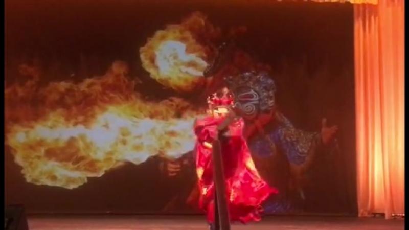 Mo Xao from Chongqing , performance change face ( bian lian ) представление смена лиц , Сычуаньская Опера (Sichuan Opera)