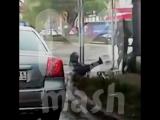 Ребенок едва не попал под колеса авто