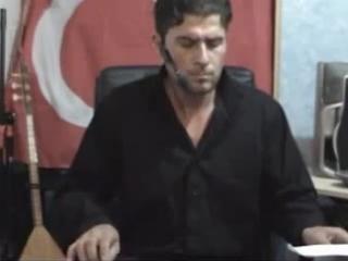 Турк исполняет Азербайджанскую музыку