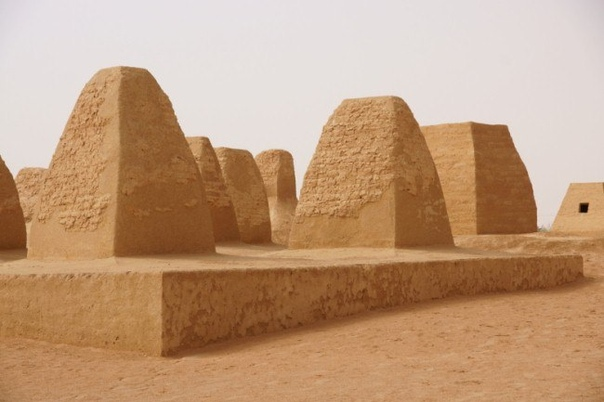 загадка гарамантов загадочные люди белой расы живут в горах атласа на севере африки, еще 500 лет назад их предки строили уникальные пирамиды на канарских островах. а в сахаре тот же народ в