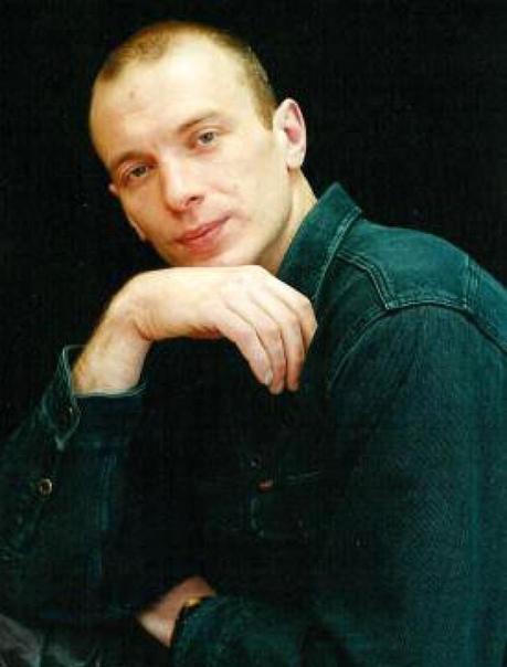 actor Игорь Сигов. Игорь Алексеевич Сигов (род. 30 декабря 1968) - белорусский актёр театра и кино. Биография. Родился и вырос в Витебской области, в городе Полоцк. Рос младшим из 3-х детей в