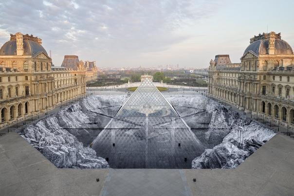 Уличный художник превратил пирамиду Лувра в невероятную оптическую иллюзию