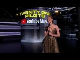 09/10/2018: Эмбер представляет Twenty One Pilots на American Music Awards