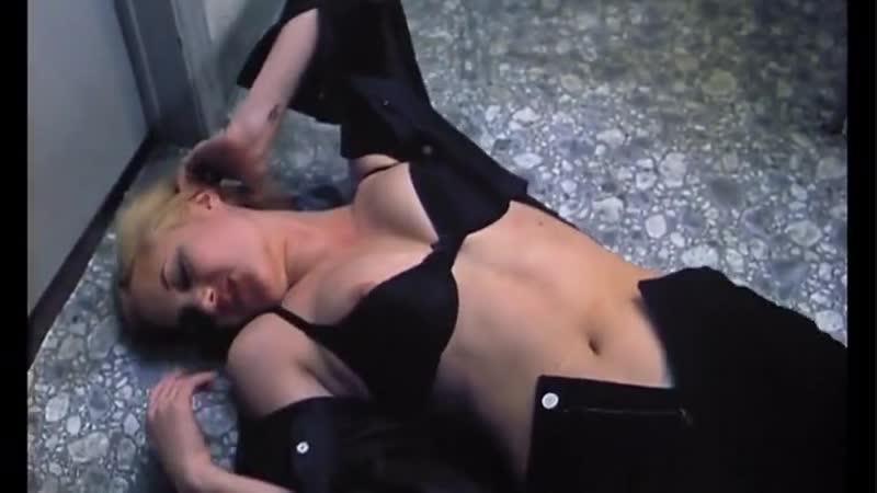 Анджелина Джоли в откровенной сцене