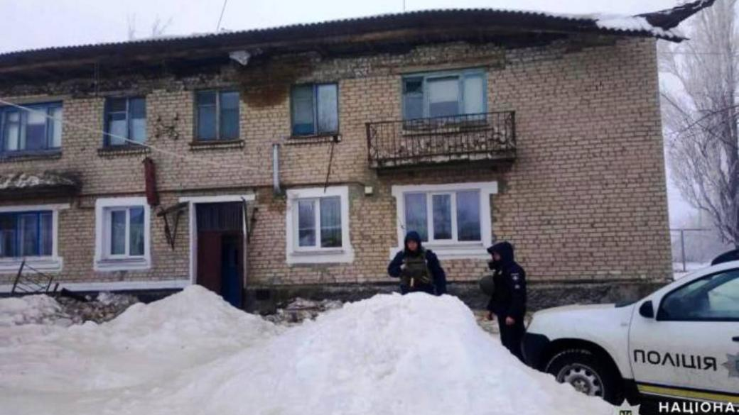 На Луганщине упала крыша жилого дома: жителей эвакуировали