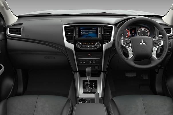 Обновленный Mitsubishi L200: 6 главных фактов и «живые» фото. Новый L200 показали в Бангкоке. Рестайлинговый пикап Mitsubishi получил новую коробку передач и стал безопаснее. Автомобиль будет