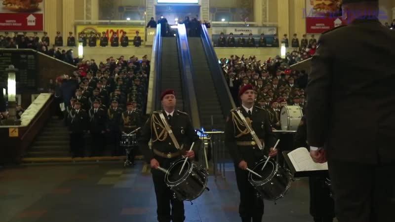 З нагоди Дня пам'яті Героїв Крут Центральний залізничничний вокзал у Києві став майданчиком для флешмобу за участю військових му