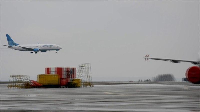 Посадка Б 737 Победа в аэропорту Кемерово