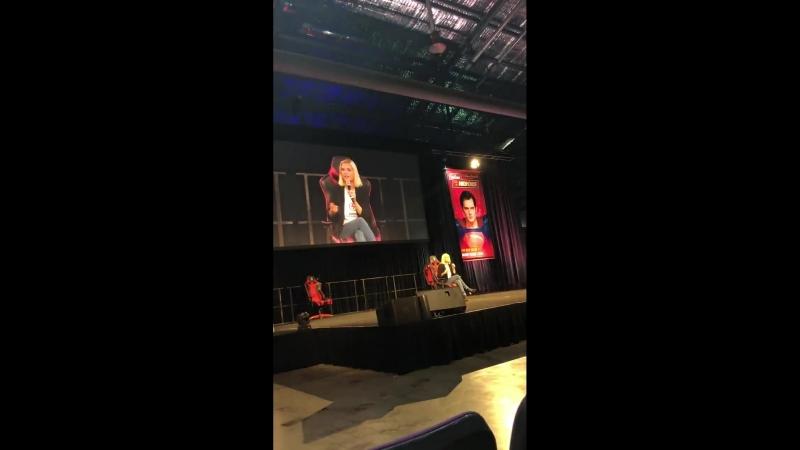Eliza Taylor answer a question 'why don't you or bob ship bellarke' | Supanova Con | Sydney