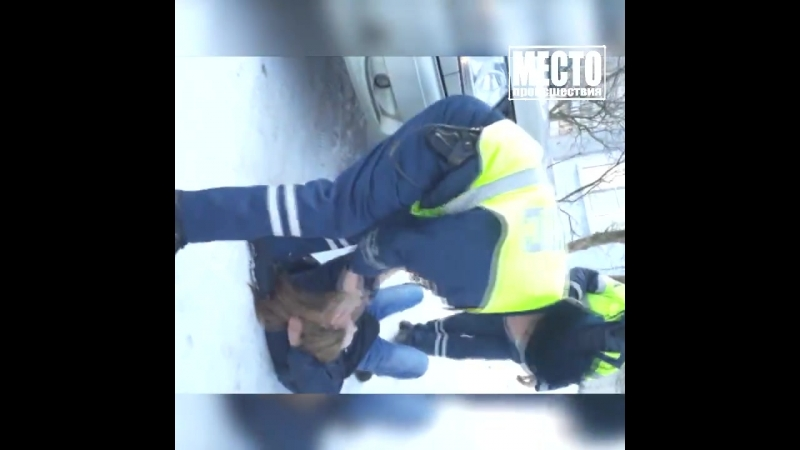 После вписки на Московской девушки отпинали полицейских.