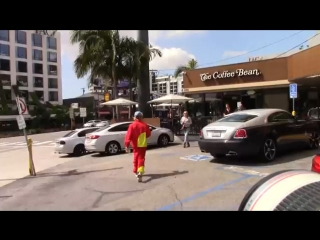March 24: Video of Justin leaving the Coffee Bean & Tea Leaf in West Hollywood, California.