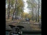 момент падения дерево на человека. на Тукая 8. Нижнекамск
