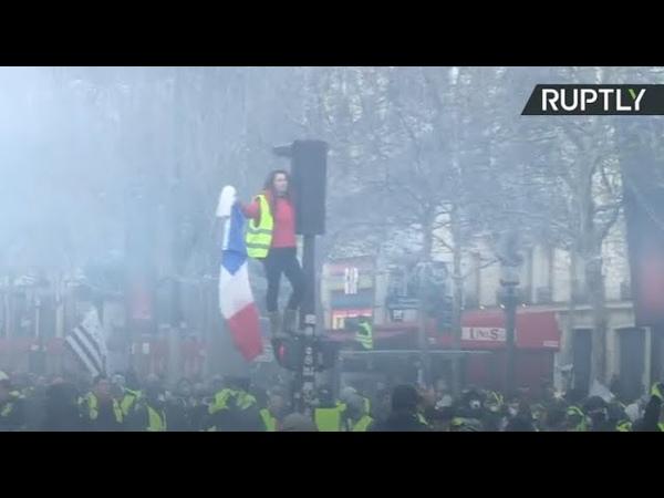 Se tornan violentas las protestas en París por el alza del precio del combustible
