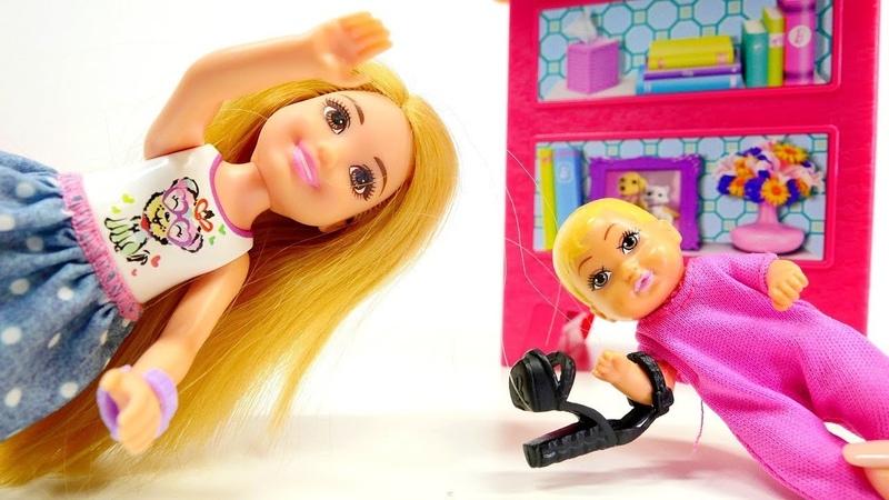 Muñecas españoles. Barbie perdió su zapato. Vídeos para niñas.