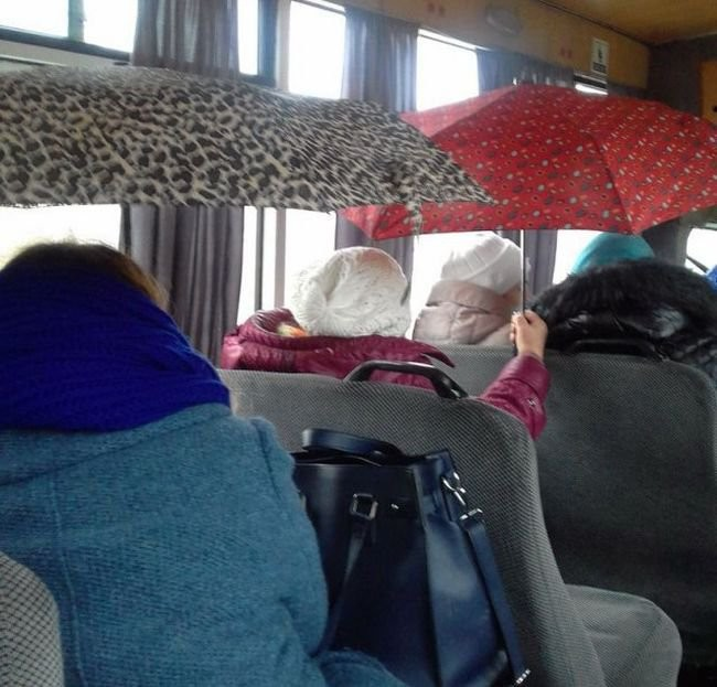 Соцсети: В маршрутках Луганска дырявые крыши
