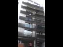 Головокружительный подъем по балконам очевидец спас ребёнка