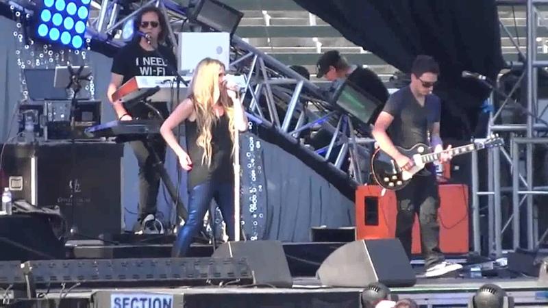 Avril Lavigne - I'm With You (Live @ Wango Tango 11.05.2013)
