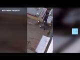 В Казани сняли на видео, как двое мигрантов напали на сотрудника полиции
