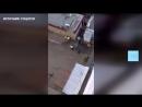 В Казани сняли на видео как двое мигрантов напали на сотрудника полиции