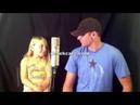 Папа и дочка поют