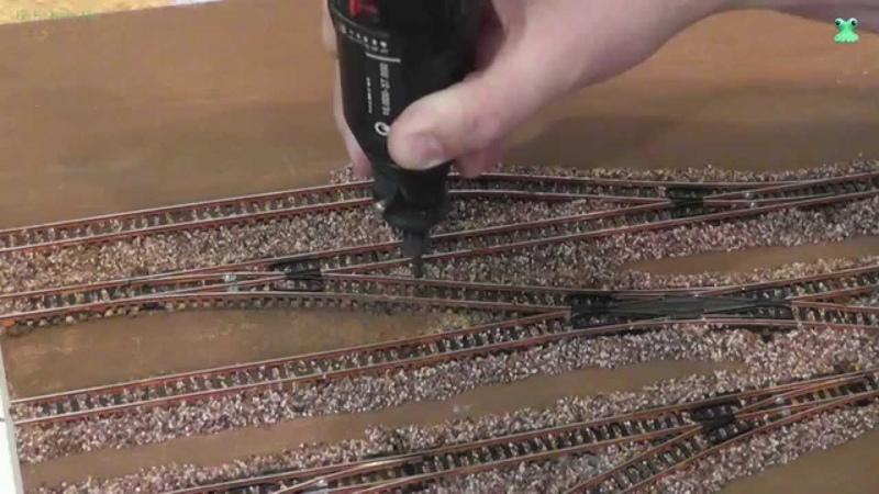 Modellbahn Spur N / 1:160 - Teil 3 Altern der Gleise und einschottern Details bauen