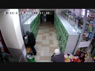 В сети появилось видео. В Кобрине похищен ящик для пожертвований на лечение девочки-инвалида
