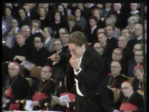 Sir Gilbert Levine conducts Brahms Ave Maria, Op. 12