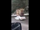 Если не влазит в багажник, можно засунуть на крышу (VIDEO ВАРЕНЬЕ)