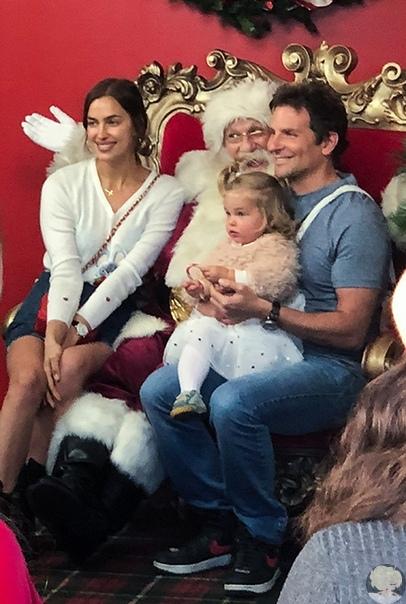Ирина Шейк и Брэдли Купер  недавно познакомили свою 1,5-годовалую дочь Лею с заграничным Дедом Морозом.