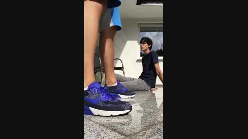 Фут раб в ногах хозяина - эйр максы, кроссовки, носки, босые ступни