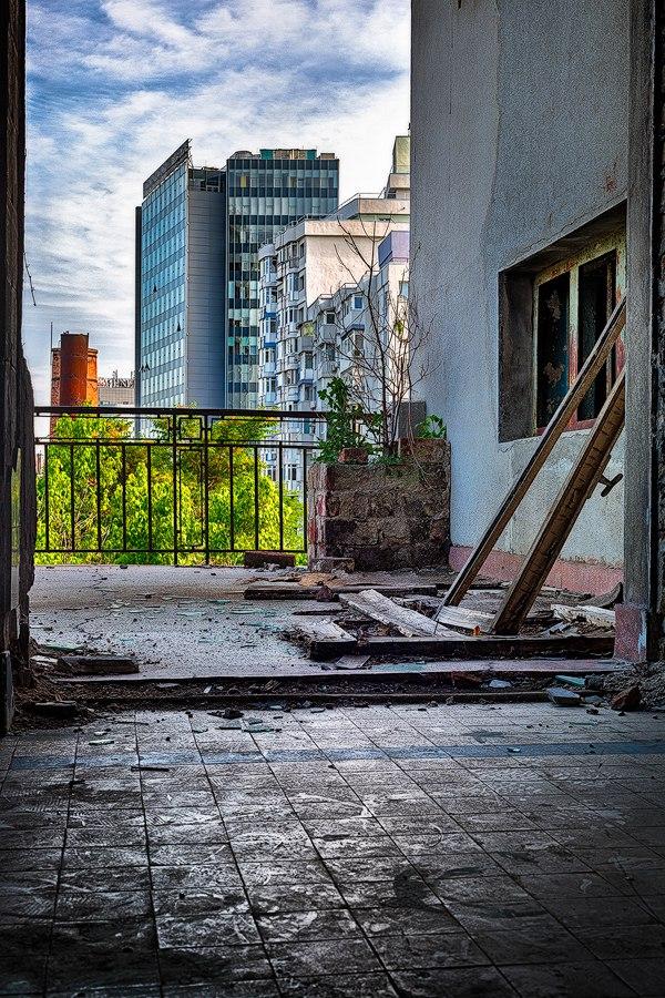 """bN33caSQQ7o - Проект фотографа из Бухареста Marco Marinescu с красивым названием """"Filantropia"""" - A Forgotten Ruin."""
