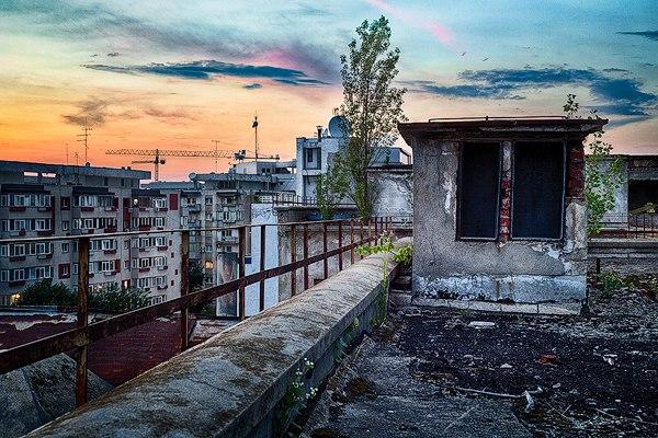 "aDhi G U86E - Проект фотографа из Бухареста Marco Marinescu с красивым названием ""Filantropia"" - A Forgotten Ruin."