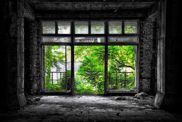 """8Gobsmz0DuQ - Проект фотографа из Бухареста Marco Marinescu с красивым названием """"Filantropia"""" - A Forgotten Ruin."""