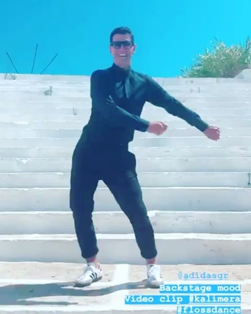 """Κορίνα Ψ. on Instagram """"new videoclip backstage Kalimera coming SakisRouvas 😍🕺🏾Amazing TheOne KingSakis ios @sakisrouvas ❤️ σελατρευω"""""""