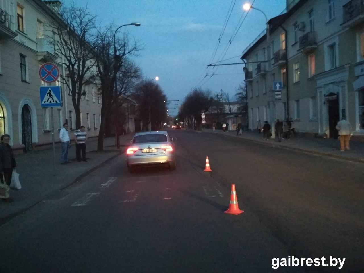 Пьяная женщина на пешеходном переходе попала под автомобиль
