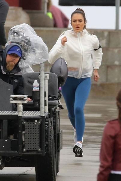 Джессика Альба на съёмках спин-оффа «Плохих парней» В Сеть просочились новые фотографии со съёмок сериала «Лучшие в Лос-Анджелесе» спин-оффа «Плохих парней». Главные роли исполнили Джессика