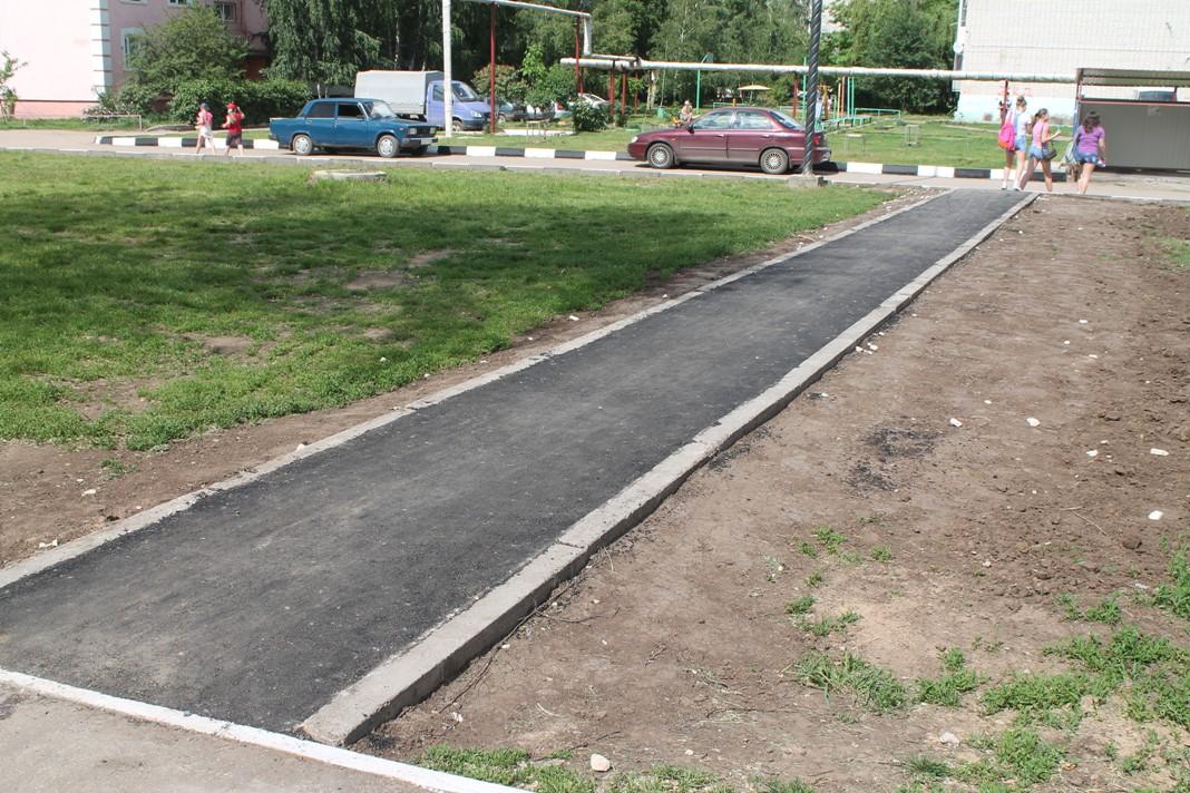 В деревне Малое Василево жители и два бюджета скинулись на новый тротуар