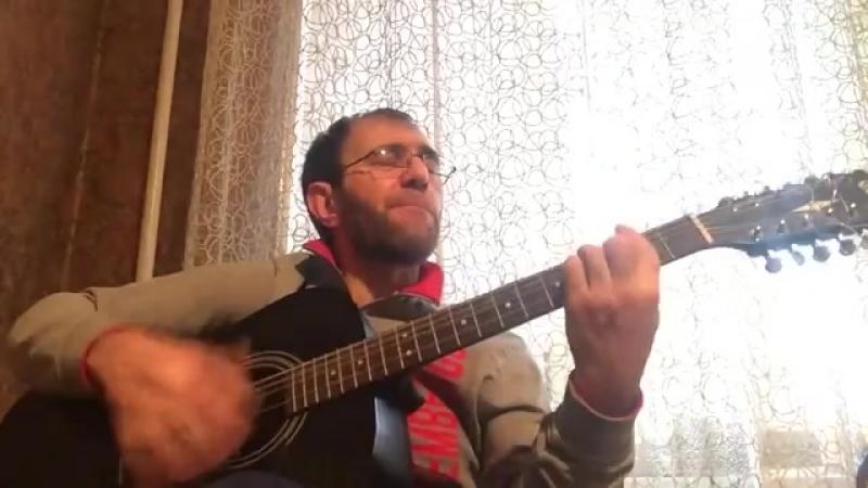 Гитара с треснувшею декой