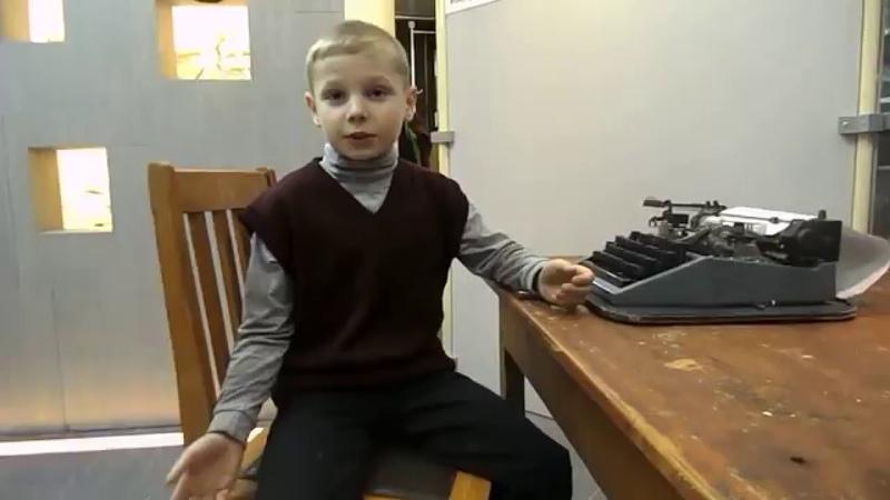 Попов Никита читает стихотворение Иосифа Бродского В деревне Бог живет не по углам...