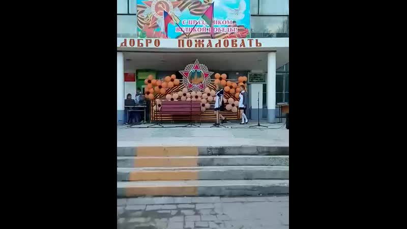 Выступление участников театрального кружка Маска рук Осинова А А на концерте ко Дню Победы