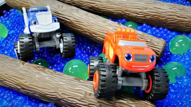 Oyuncak arabalar Blaze ve Crusher yarışa hazırlar! Araba oyunları.