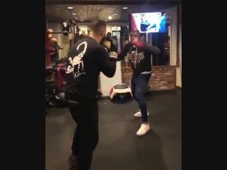 Drake боксирует
