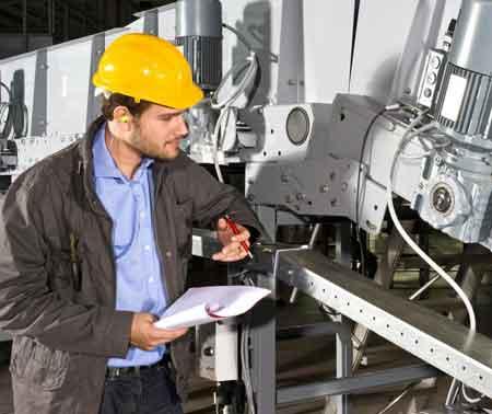 Инженеры-робототехники проектируют и строят роботов для использования в производстве, исследованиях и ряде других областей