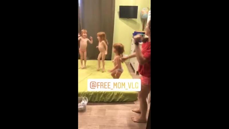 ляляситтер Ксения обворожительные тройняшки их брат и отдохнувшая мама за кадром 😉