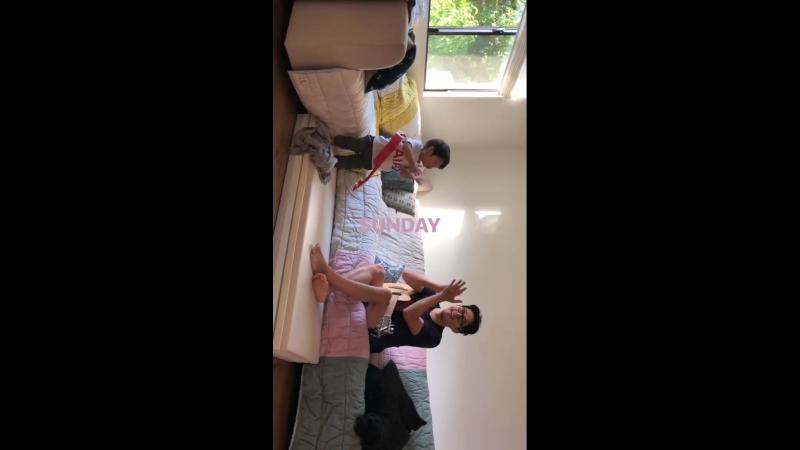 Joana Pak, partilhou conosco este momento do Jude, brincando com o Steven.