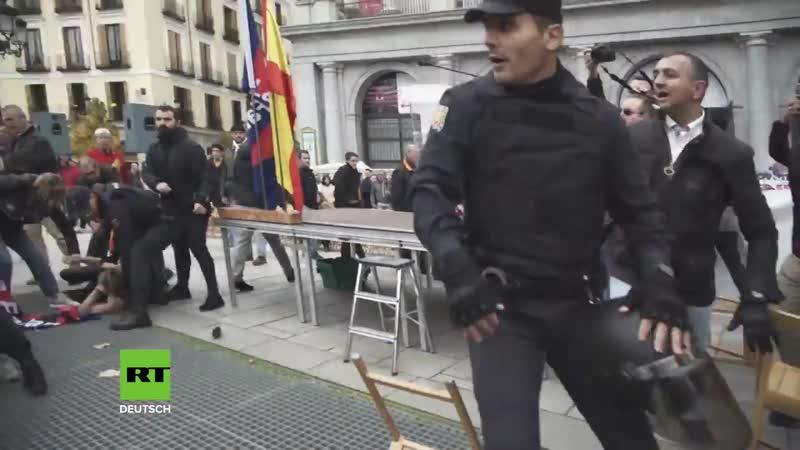 Полуобнаженные активистки Femen устроили «перфоманс» в Мадриде